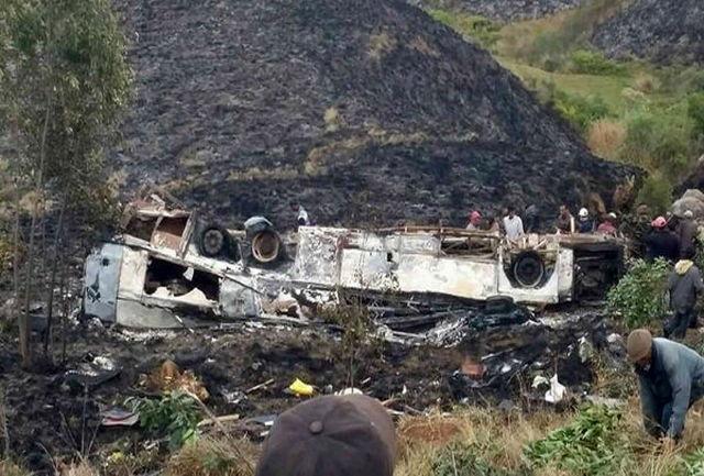 کشته و زخمی شدن۳۵ نفر در حادثه سقوط اتوبوس به دره