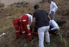 مسافران پیکان در الموت از ته دره نجات یافتند