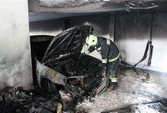 آتش سوزی در پارکینگ ساختمان مسکونی  /نجات ۲۷نفر/ خودروها سوخت