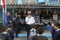 آغاز سال تحصیلی دانش آموزان مدرسه شهید فیروزکوهی با حضور سردار مهماندار