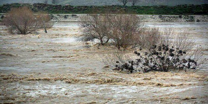 مفقود شدن خانم سالمند در گلوگاه در پی جاری شدن سیل/ انسداد برخی محور های مازندران بهدلیل وقوع سیلاب