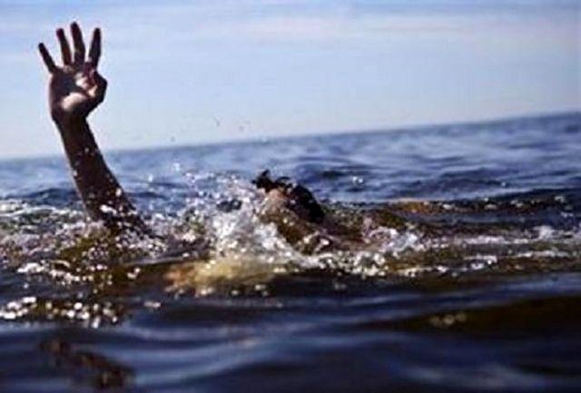 نجات 3 نوجوان در دریاچه هامون