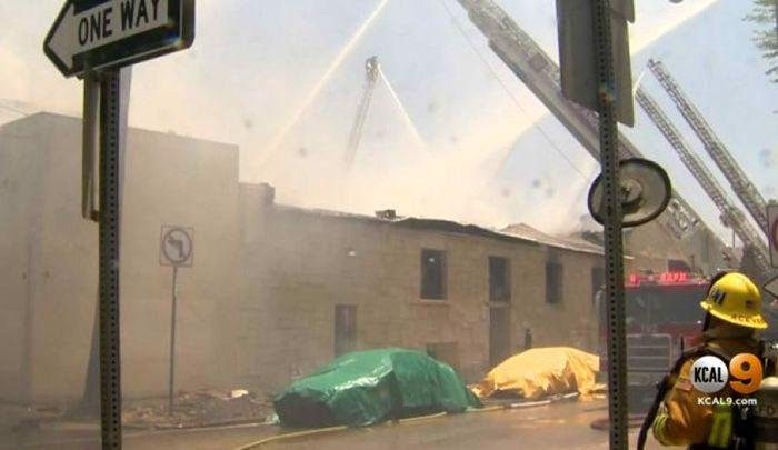وقوع آتش سوزی در یک مرکز تجاری