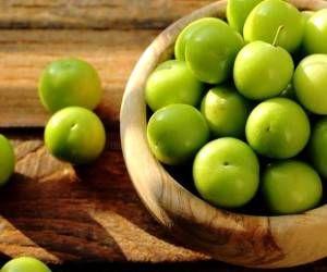 چرا باید گوجه سبز بخوریم؟