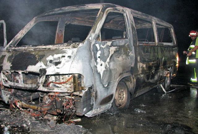 15 دستگاه ون متعلق به اتباع کشور ترکیه در محوطه گمرک بازرگان دچار حریق شدند