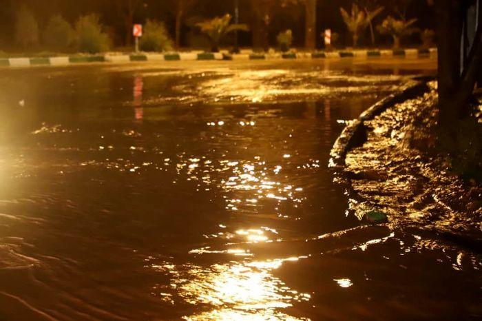 اقدام به موقع ستاد مدیریت بحران شهرستان و مدیریت شهری قیامدشت در وقوع سیلاب
