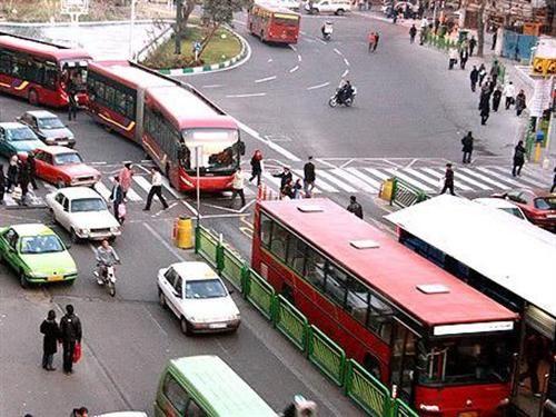 عدم رعایت فاصله گذاری اجتماعی در اتوبوس های تندرو