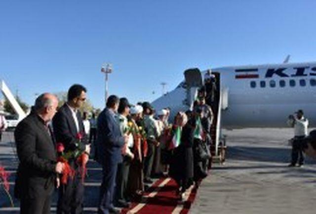 استقبال از مسافران اولین پرواز ورودی به کیش در یوم الله 12 بهمن