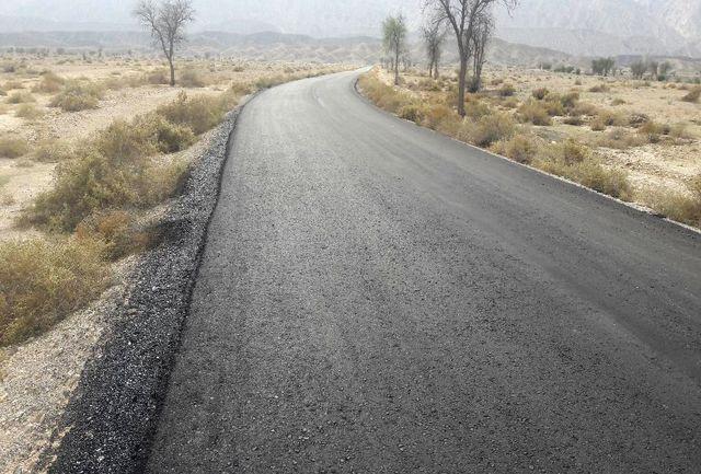 عملیات روکش آسفالت گرم راه روستایی بهمنی دربخش شیبکوه شهرستان بندرلنگه پایان یافت