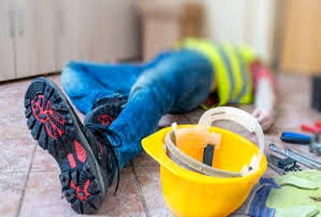 مصدومیت یک کارگر بر اثر ریزش سقف ساختمان