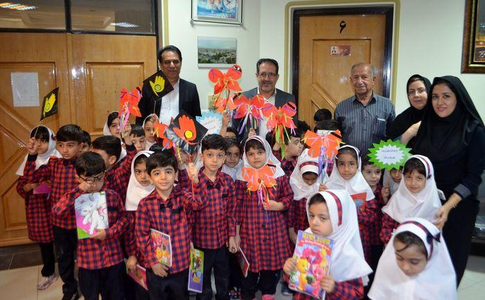 دیدارصمیمانه کودکان با معاون استاندار و فرماندار ویژه لارستان