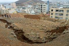 رانش کوه در منطقه مسکونی میرآباد  و ریزش سنگ در شهرکرد