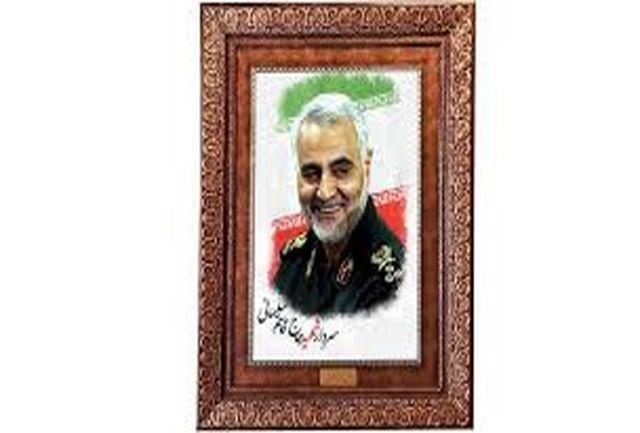 عکسی دیدنی از حاج قاسم سلیمانی در حال کوتاه شدن موی سر!