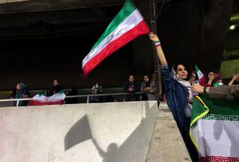 حضور زنان در سکوهای ورزشگاه آزادی