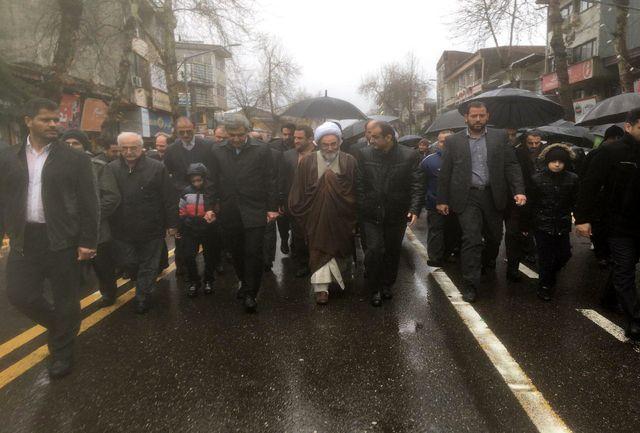 حضور استاندار و نماینده ولی فقیه گیلان در راهپیمایی روز 22 بهمن