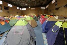 مسافران نوروزی درقم به مکان های مسقف هدایت شدند/بهره گیری از سالن های ورزشی برای اسکان مسافران