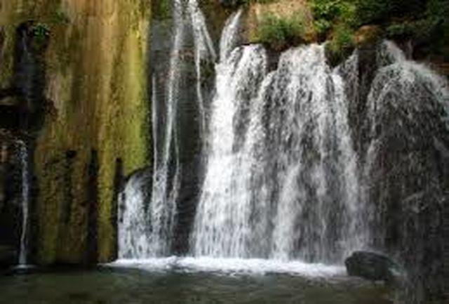 تخریب سازه غیرمجاز کنار آبشار وارک