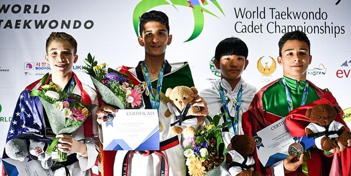 قهرمان تکواندو جهان مدال طلای خود را به شهید نکویی مهر تقدیم کرد