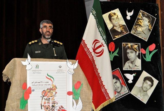 دانشآموزان باید با نحوه شکلگیری و علل انقلاب اسلامی و خدمات آن آشنا شوند