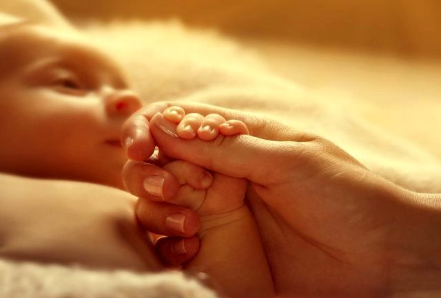 چگونه نوزادان مادران مبتلا به پسوریازیس از شیر مادر تغذیه کنند؟