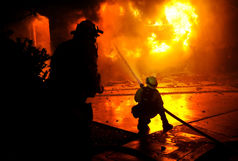 آتش سوزی انبار مواد غذایی در خیابان پاسداران رشت