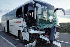 برخورد اتوبوس با تریلی در قم/ ۱۶ نفر مصدوم شدند/اعزام ۷ دستگاه آمبولانس اورژانس