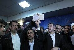روح اله زم می زند، احمدی نژاد می رقصد