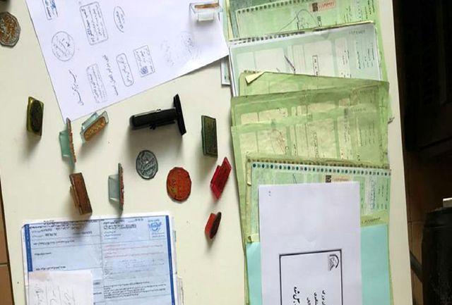 دستگیری جاعلان بیمه نامههای خودرو در کرمان