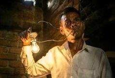 این مرد عجیب گرسنه میشود، برق میخورد! + عکس