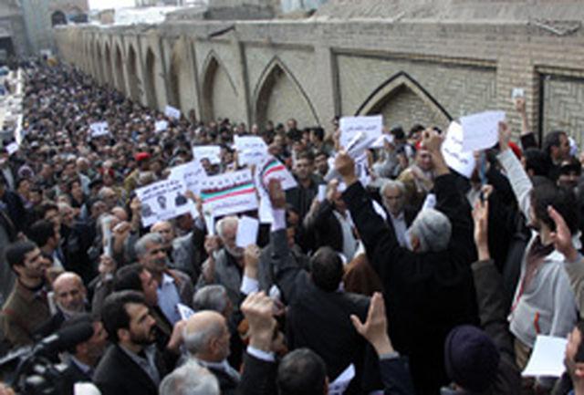 اعتراض نمازگران قزوینی به برخی از نمایندگانشان در مجلس