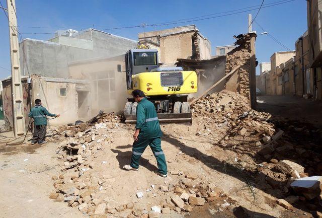 دو باب منزل مسکونی متروکه در سنندج تخریب شد