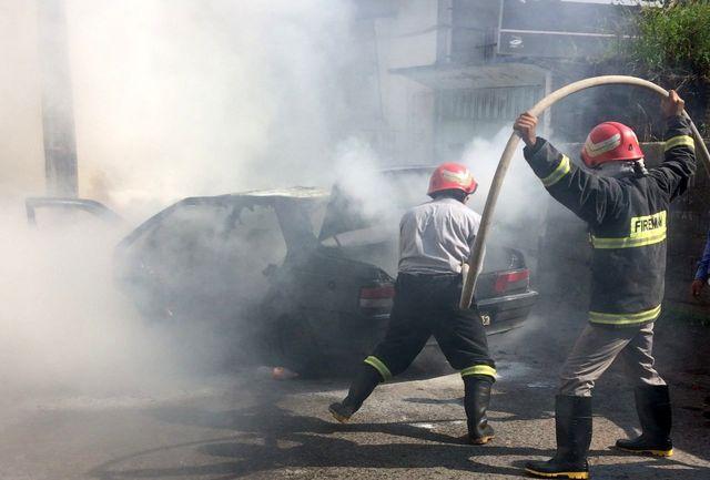 آتش سوزی یک خودروی سواری در لاهیجان