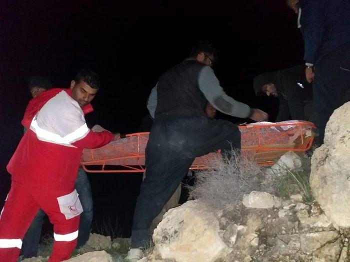 نجات فرد گمشده در کوه زنگارد بستک توسط جمعیت هلال احمر