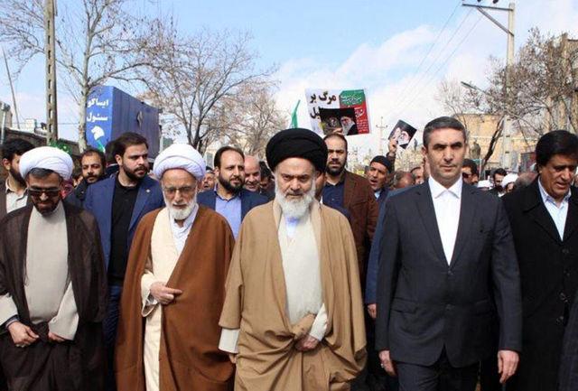 استاندار مرکزی: ملت رشید ایران قهرمانان همیشه در صحنه انقلاب هستند