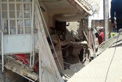 جستجو برای پیدا کردن کودکان در ساختمان تخریب شده در قم/سگ های زنده یاب وارد عمل شدند