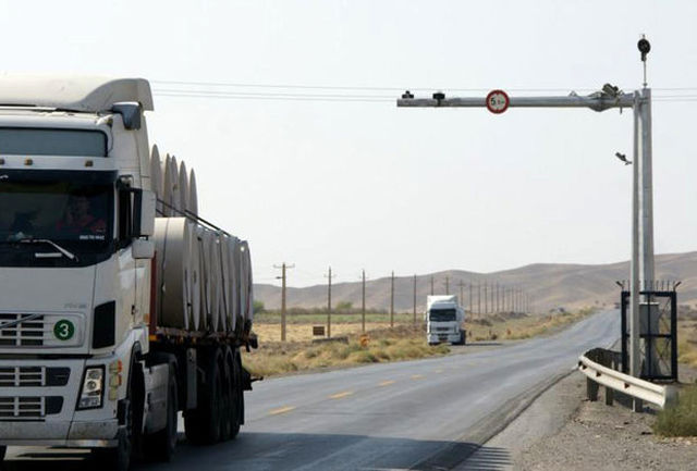 کاهش ترددها در محورهای استان همدان/ورود 1 میلیون و 800 خودرو به استان