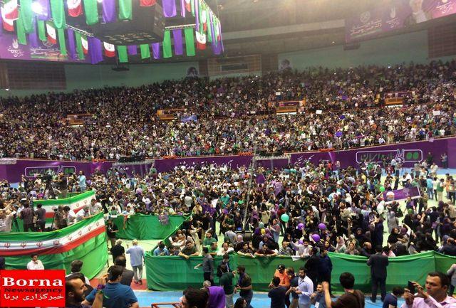 حضور استقلالیها و پرسپولیسیها در استادیوم آزادی/ ببینید