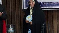 نشان طلایی جایزه ادبی «اوراسیا» در دستان نویسنده همدانی