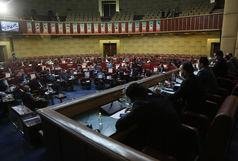 حضور یک کولبر در جایگاه سخنرانی شورای عالی استان ها + عکس