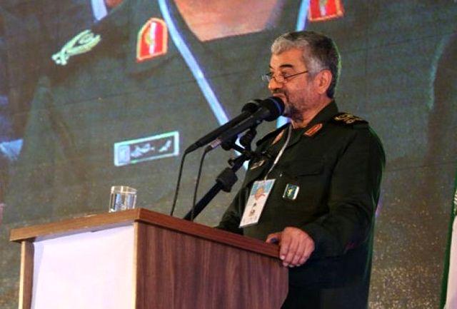فرمانده کل سپاه پاسداران در قزوین: قدرت شیطانی آمریکا روبه اتمام است