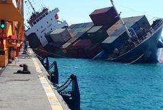 قطع شدن پای یکی از سرنشینان کشتی کانتینری بندر رجایی/ تیم امدادی بندر در حال جمع آوری کالاهای غرق شده در آب