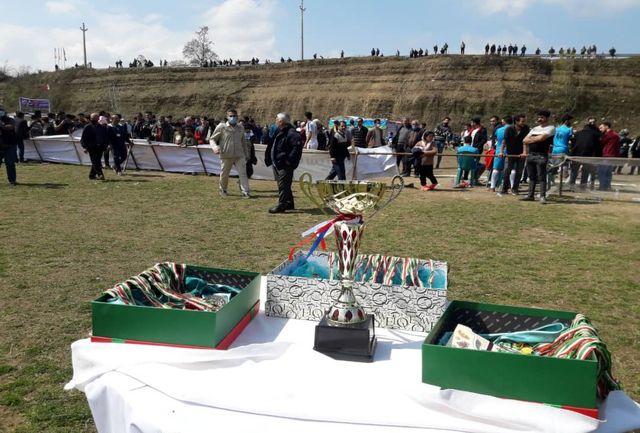 سوت ِ نشاط ِ ورزشهای همگانی در تالاب زیبای سوستان در نوروز ۱۴۰۰