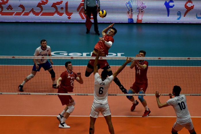 تقابل ایران با لهستان در نخستین گام