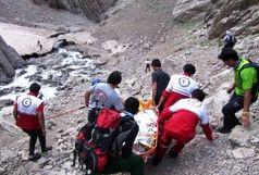 اسکان اضطراری 40 مسافر گرفتار در برف توسط هلال احمر همدان