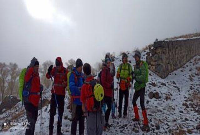 نجات ۹ کوهنورد گرفتار شده در برف و کولاک قله کلکچال