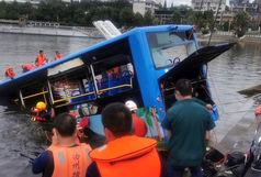 مرگ ۲۱ دانش آموزان در سقوط هولناک اتوبوس در رودخانه+ عکس