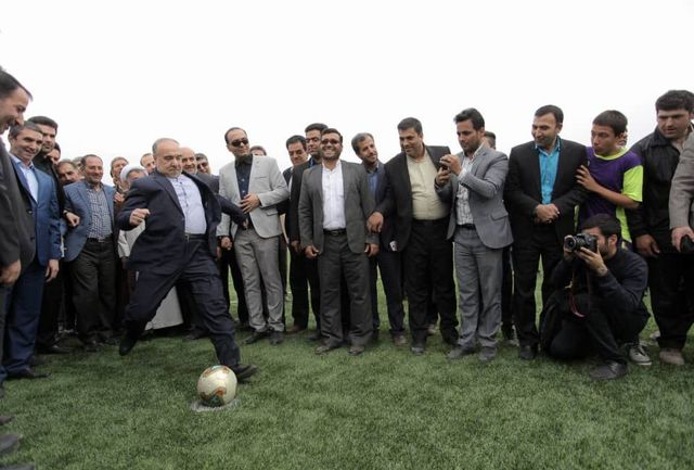بهره برداری از زمین چمن مصنوعی فوتبال شهر داودآباد