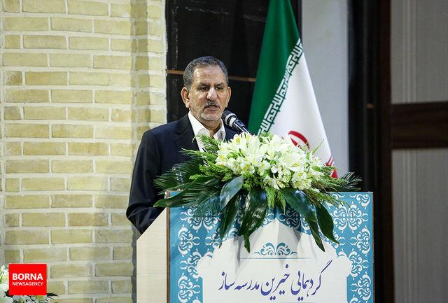 متاسفانه در برخی مناطق کشور، مدارس کپری وجود دارد/ بیش از 30 درصد فعالیتهای اقتصادی در تهران متمرکز است/ درباره اوضاع کشور با مردم سخن خواهم گفت