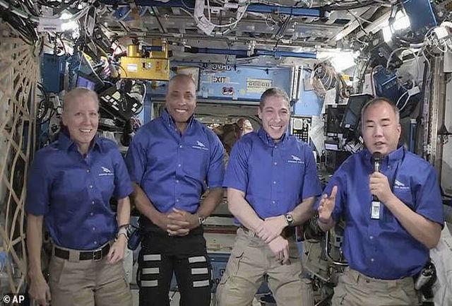تعویق بازگشت فضانوردان ماموریت کرو-۱ به زمین
