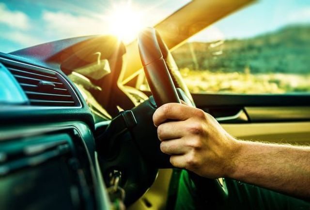 در خودرو را ناگهانی باز نکنید